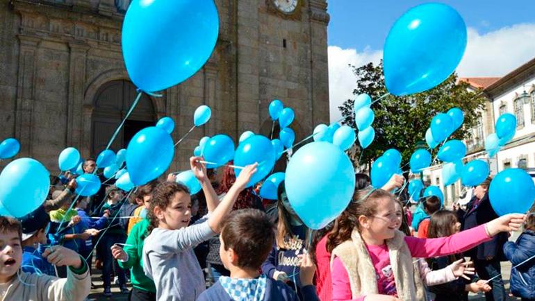 CPCJ promoveu largada de balões azuis nos céus de Penafiel