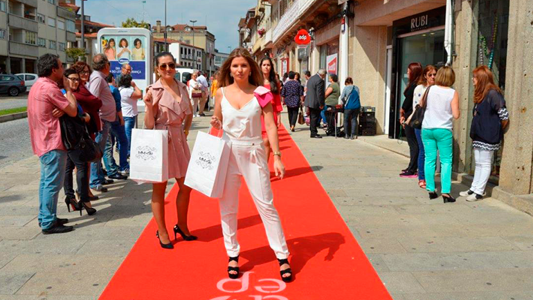 Mais de 250 modelos desfilaram pelo centro histórico de Penafiel