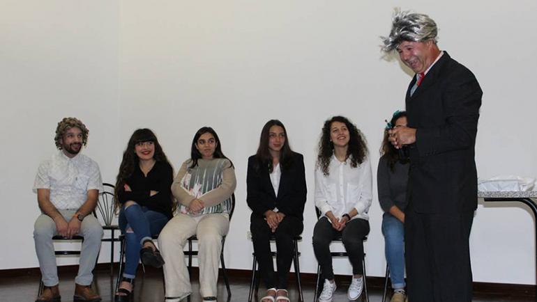 """Biblioteca de Penafiel foi palco da peça de teatro """"Procura-se emprego (QUE NÃO DÊ MUITO TRABALHO)"""""""
