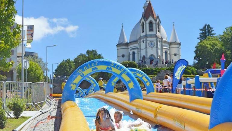 """""""Noite Branca"""", """"Water Slide Summer"""" e Abertura Oficial das Piscinas Exteriores Atraíram Mais de 150 Mil Visitantes a Penafiel"""